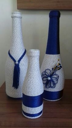 Awesome Home Decor Ideas on a Budget – Repurposed DIY Wine Bottle Crafts Yarn Bottles, Reuse Bottles, Empty Wine Bottles, Wine Bottle Art, Painted Wine Bottles, Diy Bottle, Glass Bottles, Wine Bottle Centerpieces, Decorated Wine Glasses