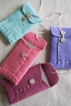 Clever Charlotte's adorable felt envelopes ... perfect for gift cards.