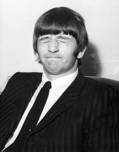 The Beatles featuring Paul McCartney George Harrison John Lennon and Ringo Starr Ringo Starr, George Harrison, Paul Mccartney, Great Bands, Cool Bands, Richard Starkey, John Lennon Beatles, Beatles Guitar, Beatles Photos