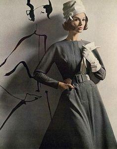 Simone D'Aillencourt wearing a dress by Larry Aldrich, Vogue, August 1962.