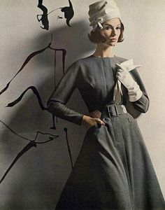 Simone D'Aillencourt wearing a dress by Larry Aldrich, Vogue, August 1962.