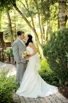 Intimate Utah Mountain Wedding Venue: Millcreek Inn / Photographer: Logan Walker Photography / Cake: Bayshore Cake / Florist: Dahlia Event Planning