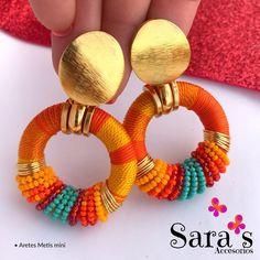 Cada Arete Metis mini tiene algo especial que lo hace único y exclusivo 💛 . . Cómo ya le contamos estarán disponible a partir de esta… Tassel Jewelry, Fabric Jewelry, Cute Jewelry, Metal Jewelry, Jewelry Crafts, Beaded Jewelry, Polymer Clay Earrings, Beaded Earrings, Earrings Handmade