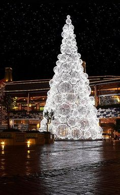 Luxuriant White Christmas Tree Decorating Ideas, Artificial White Christmas Trees, Outdoor Amazing Christmas Tree Decorating Ideas in 2014 #Christmas #ChristmasTree #ChristmasIdeas