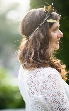 A beautiful bride rockin' a gorgeous crown. Photography: Jenny Moloney Photography - jennymoloney.com  Read More: http://www.stylemepretty.com/2014/08/08/vintage-inspired-diy-wedding-2/