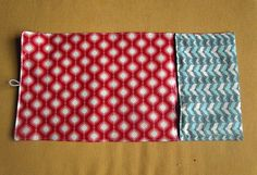Sisters, Sisters: Baby Changing Mat/ Diaper Clutch Tutorial Jayson Arneson for Junior Mint! Baby Changing Mat, Diaper Changing Pad, Baby Sewing Projects, Sewing For Kids, Quilting Projects, Diaper Clutch Tutorial, Purse Tutorial, Laminated Cotton Fabric, Diy Diapers