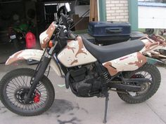Suzuki DR650 dressed in desert camo