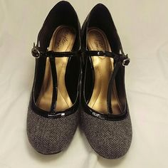 Too small for me These are absolutely adorable dexflex comfort heels! Unfortunately they are a half a size too small for me. Wonderful piece to add your wardrobe! Shoes Heels