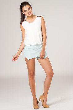 Miętowe spódnico- spodnie damskie White Shorts, Casual Shorts, Women, Fashion, Moda, Fashion Styles, Fashion Illustrations, Woman