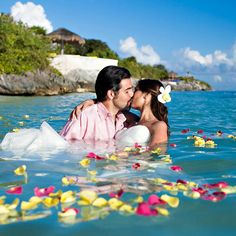 Ahhh!! I want a Hawaii wedding more than ANYTHING!!! ❤