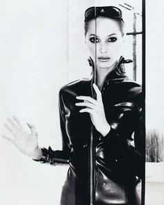 2018/01/27 08:15:28 Christy Turlington, Elle US 1995 Ph Gilles Bensimon #christyturlington #gillesbensimon #elle #vogue #fashion #90sfashion