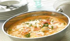 Are you having guests this weekend? Try a tasty fish soup with cod, salmon, prawns, cream and tomatoes. It will be the main event of the evening. Home Recipes, Fish Recipes, Cooking Recipes, Clean Eating, Healthy Eating, Norwegian Food, Fish Soup, Vegetable Puree, Moussaka