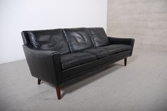 Vintage Leather Sofa - 1950 Vintage Leather Sofa, Student House, Furnitures, Decoration, Home Projects, Signage, Jasper, Couch, Interior Design