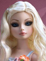 Essential Ellowyne, Too Wigged Out Doll