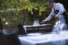 Preparando el servicio, cada detalle importa. Hospes #Restaurante #Lujo #Hotel #Gastronomía