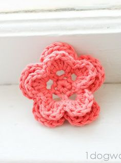 5-Petal Crochet Flower, free pattern at www.1dogwoof.com
