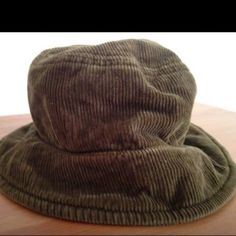 👒 Fun Banana Republic Courderoy Bucket Hat! Banana Republic Khaki green courderoy bucket hat.  Size M/L.  Worn a couple of times, washed.  In excellent condition. Easy to fold up and put in purse/ bag./ for packing.very cute addition to any outfit! Banana Republic Accessories Hats