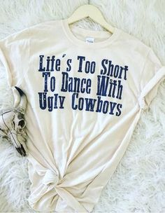 Life is too short to dance with ugly cowboys (ivory) – theFRINGEDpineapple Country Style Outfits, Southern Outfits, Country Fashion, Country Girl Style, Country Wear, Southern Style, Country Life, Country Music, Cowgirl Outfits