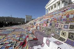 Amazing #crochet display in Finland: 3,800 blankets on the steps of the Helsinki Cathedral!