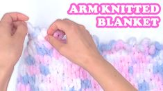 This diy tutorial on how to make a loop yarn blanket using arm knitting. Blanket Sizes, Arm Knitting, Creative People, Knitted Blankets, Diy Tutorial, Easy Crafts, Kitten, Crafty, How To Make