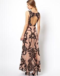 Imagen 1 de Vestido largo con diseño bordado y espalda al aire de ASOS BLACK