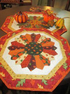 dresden centerpiece dresden plate quilt designs pinterest dresden and dresden plate. Black Bedroom Furniture Sets. Home Design Ideas