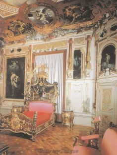 The bedroom of Empress Elisabeth in the Hermesvilla, a palace in the Lainzer Tiergarten, in Vienna. Story Of The World, Her World, Austria, Empress Sissi, Kaiser Franz, Mansion Bedroom, Royal Bedroom, Bed Crown, Falling Kingdoms