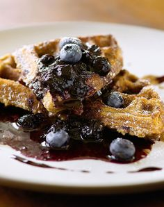 Cracked Wheat Waffles with Cinnamon-Allspice Butter and Blueberry Syrup. Enjoy the sweet spice of cinnamon with these decadent wheat waffles. French Toast Waffles, Breakfast Waffles, Pancakes And Waffles, Breakfast Recipes, Breakfast Ideas, Breakfast Club, Brunch Ideas, Waffle Recipes, Pancake Recipes