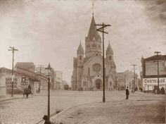 Igreja Santa Ifigênia. Data desconhecida. A igreja resiste até os dias de hoje, apesar de estar rodeada pelo comércio popular, estacionamentos e hotéis.