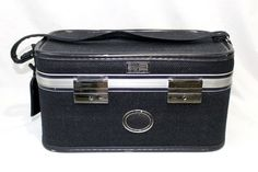 VINTAGE AMELIA EARHART 60s MAKE UP TRAIN CASE LUGGAGE BLUE TWEED Does not have the keys. Some glue bleeds on inside lid. On Jun-24-14 at 11:02:48 PDT, seller added the following information: Every buyer gets a MyStoreRewards invitation for cash back
