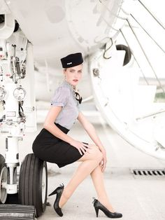 Parabéns a todas aeromoças, mulheres de força e beleza. Essa profissão tão grandiosa que se iniciou pelas mãos de uma belíssima mulher chamada Ellen Church e revolucionou o mundo da aviação. Parabéns a todas Comandantes, Co-pilotos e Aeroviárias.