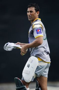 Pakistan's Younis Khan arrives at a practice session ahead of their second One Day International cricket match against Sri Lanka in Pallekele June 8, 2012. Pakistan won their first One Day International match against Sri Lanka.