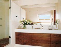 Baño de merbau e ipé en una buhardilla · ElMueble.com · Cocinas y baños