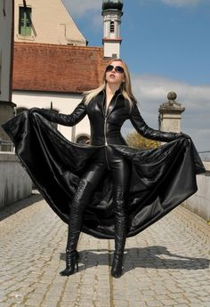 Long Leather Coat For Women Long Leather Coat, Leather Trench Coat, Leather Gloves, Leather And Lace, Black Leather, Hot High Heels, High Heel Boots, Heeled Boots, Knee Boots