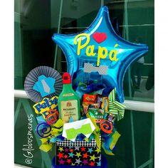 Arreglos para el día del padre, incluye un original cojín en forma de botella de whisky chocolates i - globosmanas Make A Wish, How To Make, Balloon Gift, Wonderwall, Gift Baskets, Ideas Para, Diy Gifts, Fathers Day, Diy And Crafts