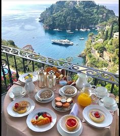 Breakfast in Portofino, Italy at the Belmond Hotel Places To Travel, Travel Destinations, Places To Visit, Brunch Mesa, Portofino Italy, Travel Abroad, Overseas Travel, Hotels And Resorts, Luxury Hotels