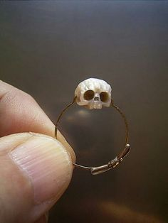 The most beautifully unique jewelry I've seen. carved pearl skull ring - S. Cute Jewelry, Jewelry Art, Jewelry Design, Unique Jewelry, Hippie Accessories, Glitz And Glam, Pearl Ring, Jewelery, Skull