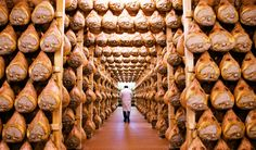 Benvenuti in Italia!: we-are-europe:   Parma Ham in Italy