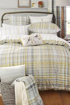 Update your guest room in time for the Easter holidays with fresh yellows!