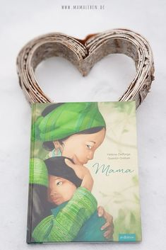 """Mama"" - ein wunderschönes Buch das Emotionen weckt - Mamaleben ""Mama"" - For me one of the most beautiful and emotional books ever! Whether for adults or for children, it touched me very much and is f Play Doh Fun, Emotional Books, Jüngstes Kind, Building For Kids, Funny Wallpapers, Book Cover Design, Quotes For Kids, Blogger Themes, Be With You Movie"
