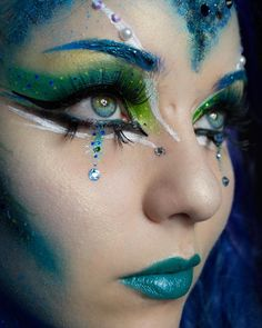 Have you seen episode 1 of my new video series? If not go check it out! Link is in my bio 💙💚💙 I used to create this look 😍 Peacock Eye Makeup, Bright Eye Makeup, Peacock Halloween, Peacock Costume, Makeup Inspo, Makeup Art, Makeup Inspiration, Maquillage Halloween, Halloween Makeup