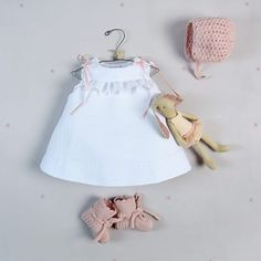 Faldón con bordado de espiga – Letilusila Baby New Baby Dress, Baby Girl Dresses, Girl Outfits, Baby Elephant Ears, Baby Frocks Designs, Frocks For Girls, Frock Design, Mini Vestidos, Girls Rompers