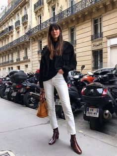 These are the 10 pieces you'll find in every French girl's winter wardrobe. Shop the items here to tap into Parisian style. Best Winter Shoes, Winter Shoes For Women, Fall Shoes, Women's Shoes, Fashion Mode, Look Fashion, Winter Fashion, Fashion 2017, Fashion Brands
