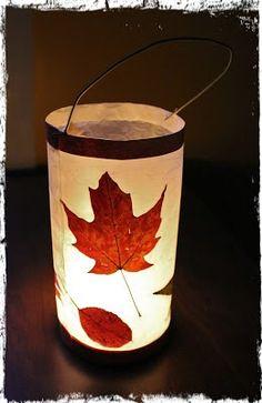 Leaf Lantern Tutorials /v Kids Lantern, Lantern Crafts, Ramadan Lantern, Diy Paper Lanterns, Lantern Diy, Autumn Crafts, Nature Crafts, Diy For Kids, Crafts For Kids