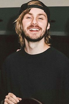 I like this pic of Mike 😎 5 Seconds Of Summer, Harry Styles, Mikey Clifford, 5sos Michael Clifford, Jet Black Heart, 5sos Pictures, 5sos Pics, Ashton Irwin, Calum Hood