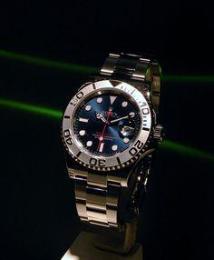 Rolex Yachtmaster 116622. Blue dial, steel/platinum.