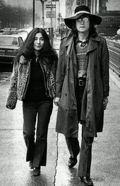 John Lennon and Yoko Ono, New York City, Photo by Bob Gruen. John Lennon and Yoko Ono, New York City, Photo by Bob Gruen. The Beatles, Beatles Songs, Beatles Art, John Lennon Yoko Ono, Imagine John Lennon, John Lennon Dead, Jon Lennon, Ringo Starr, Yellow Submarine