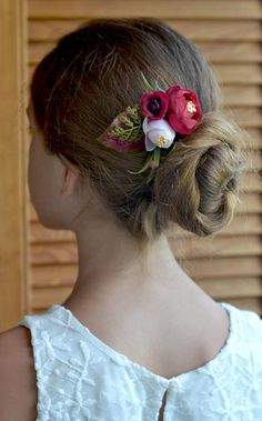 Wedding Marsala flower hair comb bridesmaids gifts Head comb Autumn flowers hair piece small comb Marsala bridal accessory fall Ready to ship The small floral arrangement of shades of late autumn will be a perfect addition to the brides hairstyle or a bridesmaid Ranunculus, rose Bud, fern leaves and red gypsophila Perfect for Boho, rustic, woodland wedding styles And it can be a wonderful gift in the gift box. materials: - fabric flowers - floal tape - metal frame Thank you for visiting...