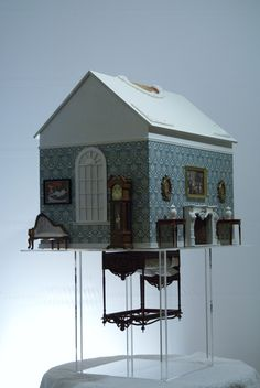 Dollhouses: Keep out of reach of children. : Foto