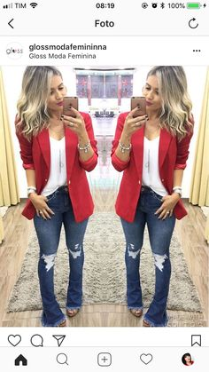 Look com blazer Look flare jeans, white t-shirt, red elongated blazer and sandal. Flare Jeans Outfit, Blazer Outfits, Blazer Fashion, Jean Outfits, Cool Outfits, Fashion Outfits, Womens Fashion, Jeans Flare, Fashion Trends